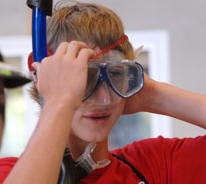 Broomfield High School freshman Kyle Holbrook puts on a scuba mask furnished by Blue Crew leader Kathryn Middle-Katzenmeyerbefore taking a tour of the school during Tuesday's freshman transition day.<br /> August 17, 2010<br /> staff photo/David R. Jennings