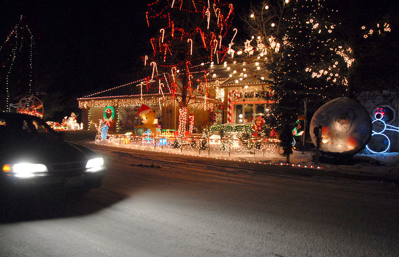 A car drives by the lighting display at 1188 Clubhouse Drive.<br /> <br /> December 13, 2009<br /> Staff photo/David R. Jennings