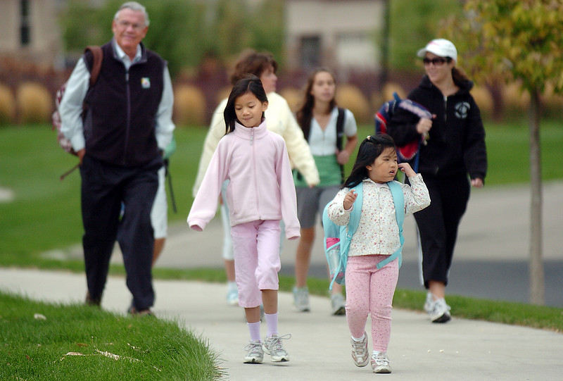 Alaine Quinn, 9, and her sister Madelyn, 5, walk to Aspen Creek with their parents Mayor Pat and Carleen Quinn, left, during Walk to School Day on Wednesday.<br /> <br /> October 6, 2010<br /> staff photo/David R. Jennings
