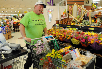 Mayorial candidate Paul Madigan shoping at the Miramonte King Soopers for his election party on Tuesday. November 3, 2009 Staff photo/David R. Jennings