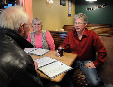 Broomfield council candidate Sam Taylor chats with Dan and Jean Wilkie at Legends Grille on Tuesday. November 3, 2009 Staff photo/David R. Jennings