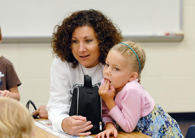 Terri Lucero, left, waits with her daughter Delaney Osborn, 5, for first grade class to begin on the  first day of school at Mountain View Elementary School on Wednesday.   August 19, 2009 staff photo/David R. Jennings