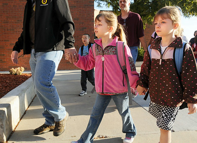 Twins Sarah, left and Theresa Hess, 6, hold hands lead by their father Duane Hess as they arrive for  the first day of school at Mountain View Elementary School on Wednesday.   August 19, 2009 staff photo/David R. Jennings