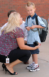 Ryan Woelfel, 5, right, waits with his parents Beverley and Jon Woelfel for class to start on the first day of school at Mountain View Elementary School on Wednesday.   August 19, 2009 staff photo/David R. Jennings