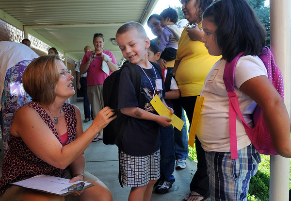 Kindergarten teacher Lisa Troxel, left, talks with Erik Dangerfield and Nayeli Cordova as they wait in line for class on the first day of school at Emerald Elementary School on Thursday.<br /> <br /> August 20, 2009<br /> staff photo/David R. Jennings