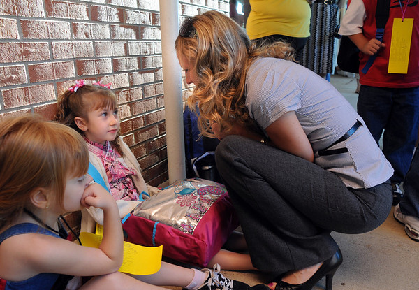 Holly Horan, right, talks with her daughter Carrera while they wait in line with Skyler Bugaring, left, for kindergarten on the first day of school at Emerald Elementary School on Thursday.<br /> <br /> August 20, 2009<br /> staff photo/David R. Jennings