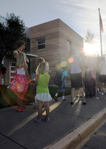 Parents and students wait in in line to enter Coyote Ridge Elementary School on the first day of school, Wednesday .<br /> August 18, 2010<br /> staff photo/David R. Jennings