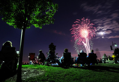 The fireworks display awed spectators watching from Broomfield County Commons Park as the finale to Broomfield's Great American Picnic.  July 4, 2009 staff photo/David Jennings
