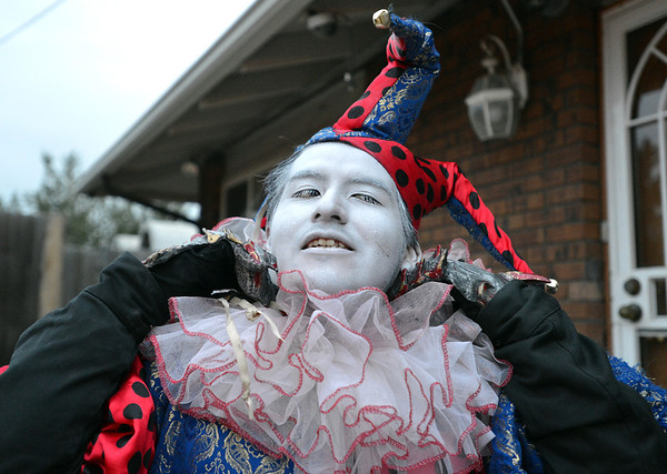 Frightmare Compound actor Ridigo Fernandez adjusts his jester costume before getting makeup on for his performance in the haunted house at 108th and Old Wadsworth opens on Friday night.<br /> <br /> October 5, 2012<br /> staff photo/ David R. Jennings