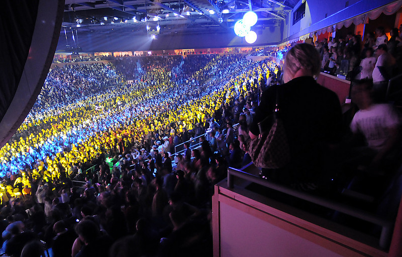 The 1stBank Center packed with 7,000 fans listening to the Furthur on Friday's opening night concert.<br /> <br /> March 5, 2010<br /> Staff photo/David R. Jennings