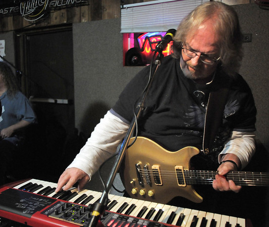 "BE1125JAM07<br /> Greg ""Squiggy"" Steinman plays guitar and keyboard during Wednesday's Hammer Jam at Hair of the Dog Tavern.  The open mic night features individuals and bands who want to test their musical talents.<br /> November 18, 2010<br /> staff photo/David R. Jennings"