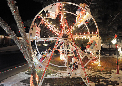 The ferris wheel in Kim Weibert's holiday lighting display at 1188 Clubhouse Drive. More photos please see www.broomfieldenterprise.com December 9, 2011 Staff photo/ David R. Jennings