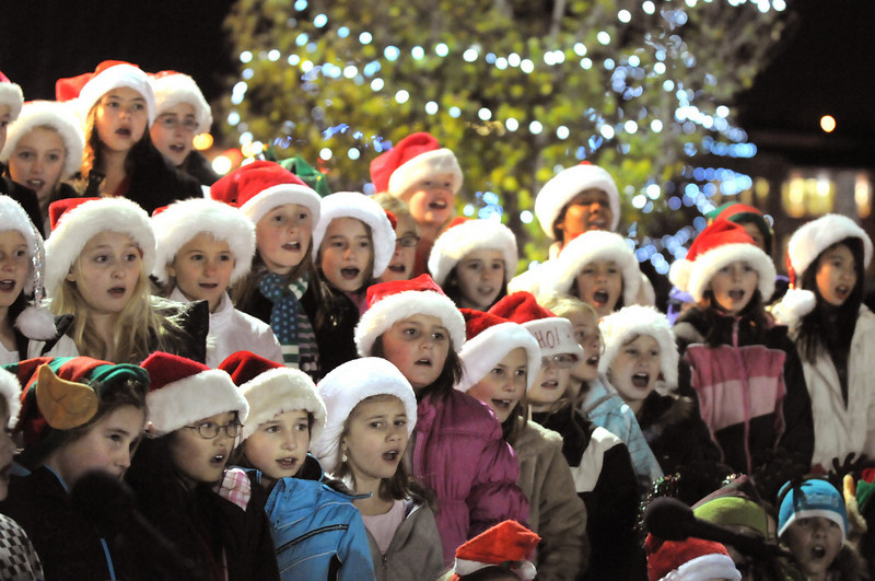 BE1205betree12<br /> The Kohl Elementary School choir sings during the Holiday Tree Lighting Ceremony at the Broomfield City and County Building on Friday.<br /> <br /> December 3, 2010<br /> staff photo/David R. Jennings