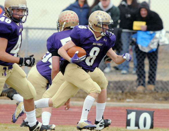 Austin Maul, Holy Family, runs to the gaol for a touchdown against Lamar during Saturday's game at Mike G. Gabriel Stadium.<br /> <br /> November 14, 2009<br /> Staff photo/David R. Jennings