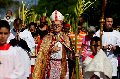 Cuba's Roman Catholic Cardinal Jaime Ortega leads a procession of worshippers before Palm Sunday mass at the Cathedral in Havana, Sunday, March 28, 2010.  Palm Sunday commemorates Jesus Christ's triumphant entry into Jerusalem, and is the start of the Christian Holy Week. (AP Photo/Javier Galeano)