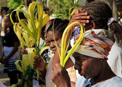 People hold palm fronds as they attend Palm Sunday mass in Port-au-Prince, Sunday, March 28, 2010.  Palm Sunday commemorates Jesus Christ's triumphant entry into Jerusalem, and is the start of the Christian Holy Week.  (AP Photo/Jorge Saenz)
