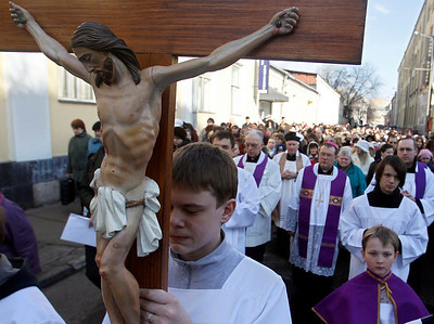 Catholics walk in a procession held ahead of the Easter Holy Week in Moscow Saturday, March 27, 2010. (AP Photo/Sergey Ponomarev)