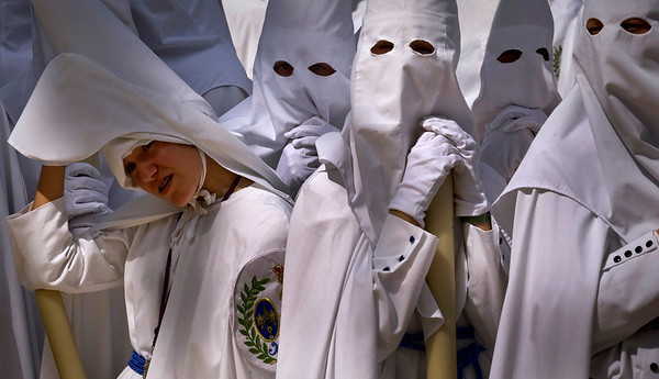 Hooded penitents from the 'La Paz' brotherhood take part in a procession in Seville, Spain, Sunday, March 28, 2010. Hundreds of processions take place throughout Spain during the Easter Holy Week. (AP Photo/Miguel Angel Morenatti)