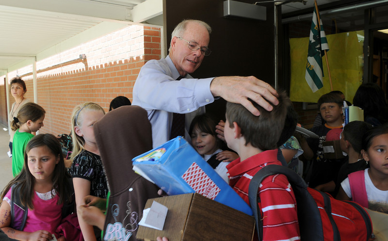 Emerald Elementary School Principal Larry Leatherman  says good bye to dozens of students as they leave for the summer during Leatherman's last day of school with the children on Thursday. <br /> May 27, 2010<br /> Staff photo/ David R. Jennings