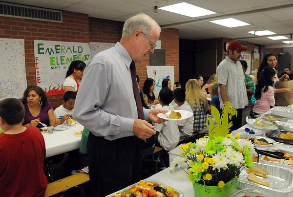 Emerald Elementary School Principal Larry Leatherman, who is retiring, has breakfast with the 5th graders on the last day of school, Thursday. Leatherman and 5 other staff members are retiring.<br /> May 27, 2010<br /> Staff photo/ David R. Jennings