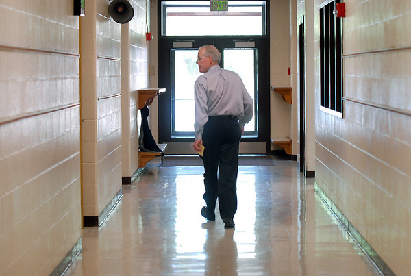 Retiring Emerald Elementary School Principal Larry Leatherman walks the halls on the last day of school with the children, Thursday. <br /> May 27, 2010<br /> Staff photo/ David R. Jennings
