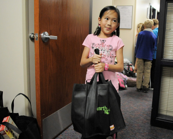 BE1125food09<br /> Meridian Elementary School student council member Ariana Dangn, 8, carries a Thanksgiving food basket for Federal Heights Elementary families after filling it with food on Thursday.<br /> November 18, 2010<br /> staff photo/David R. Jennings