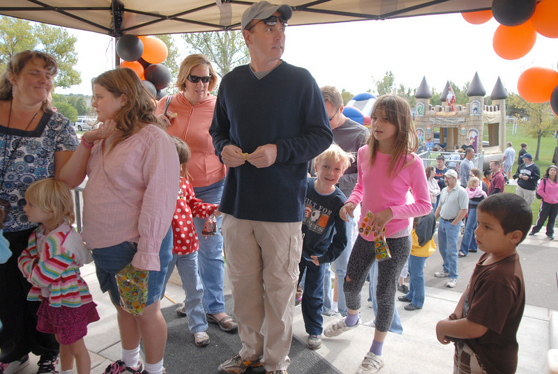 Parents and students wait to go into the haunted house during Mtn. View Elementary School's 30th anniversary celebration and fall festival on Saturday.<br /> October 9, 2010<br /> staff photo/David R. Jennings
