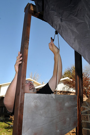 "Jim O'Dell sets up a guillotine for his ""Chilling Hour"" haunted house at 920 Coral St. on Thursday for Halloween.<br /> <br /> October 22, 2009<br /> Staff photo/David R. Jennings"
