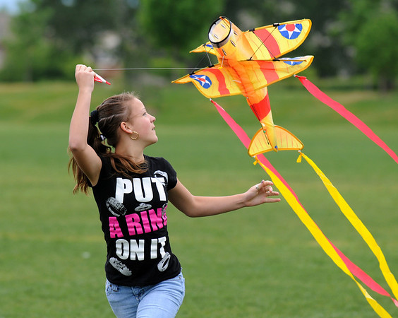 Taylor Stroup, 13, tries to fly a kite at the Broomfield County Commons Park .<br /> <br /> May 25, 2009<br /> staff photo/David R. Jennings