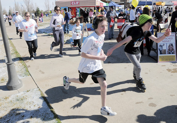 Alex's 1K run/walk racers run past the vendor booths during the Frank Shorter Race 4 Kid's Health a Broomfield Rotary fundraiser for Healthy Learning Paths at the Broomfield County Commons on Sunday.<br /> April 10, 2011<br /> staff photo/David R. Jennings