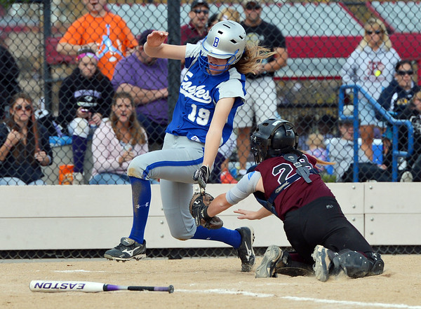 Broomfield's Shelby Grandt skirts around the reach of Berthoud's Lauren Bending during Friday's state softball championships at Aurora Sports Park.<br /> <br /> October 19, 2012<br /> staff photo/ David R. Jennings