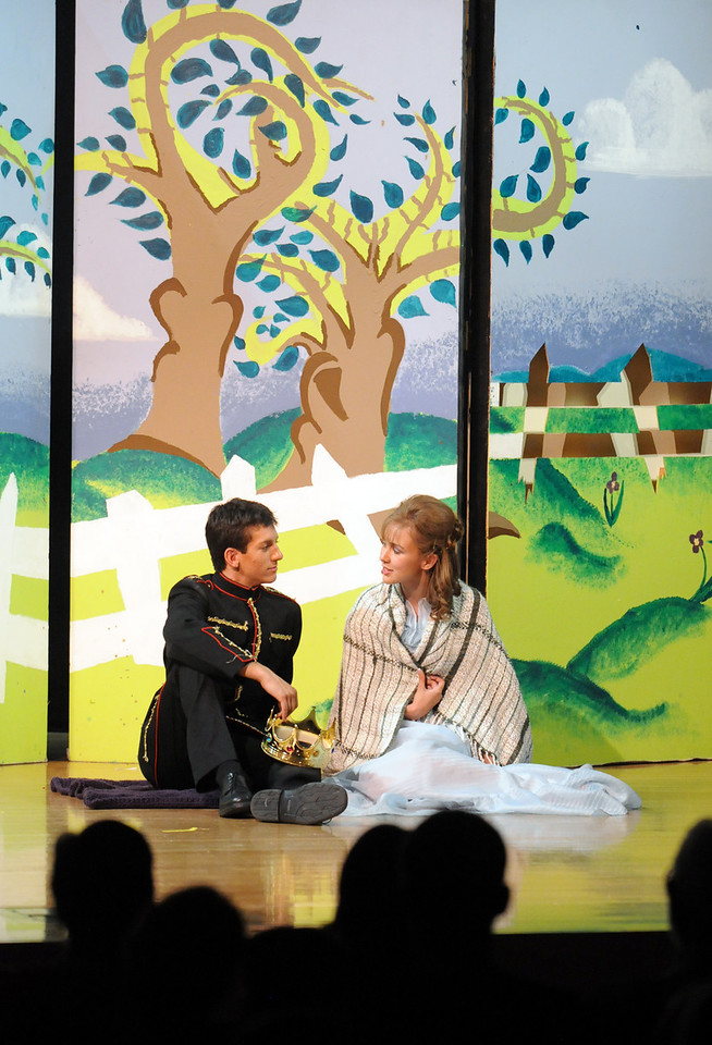 Hayden Schappel, as prince Harcourt, left, has a picnic with Alexa Brown, as Rose, during Saturday's Summer Youth Players performance of The Princess and the Pea at the Audi.<br /> July 17, 2010<br /> Staff photo/ David R. Jennings