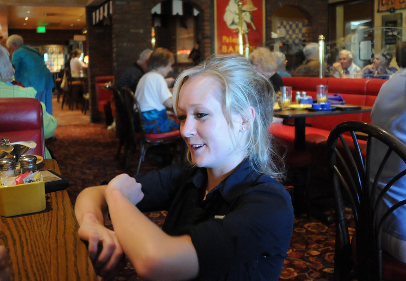 Waitress Angela French chats with customers during Summer Night at Mimi's benefit for Broomfield Senior Services at Mimi's Cafe on Wednesday.<br /> August 18, 2010<br /> staff photo/David R. Jennings