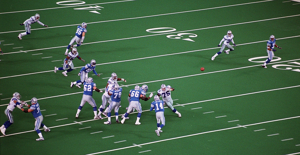 . The Detroit Lions take on the Dallas Cowboys at the Pontiac Silverdome marking their last game they\'ll play there Sunday January 6, 2002. The Lions went on to beat the Cowboys 15-10, ending the season with a 2-14 record.