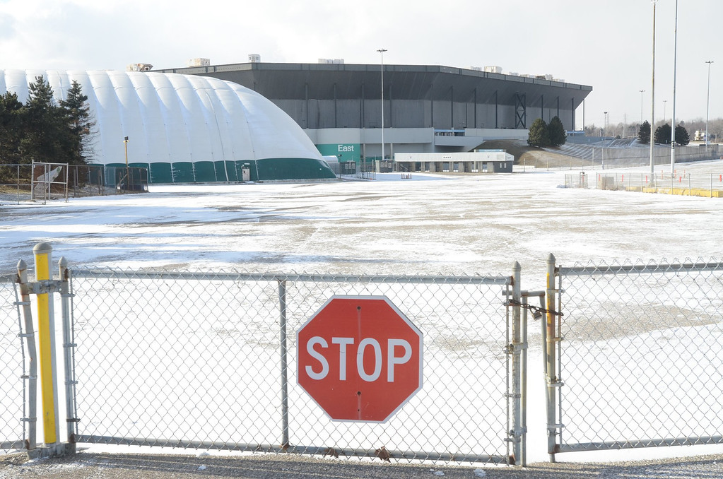 . The Pontiac Silverdome, with it\'s roof deflated.   Monday, January 21, 2013.   The Oakland Press/TIM THOMPSON