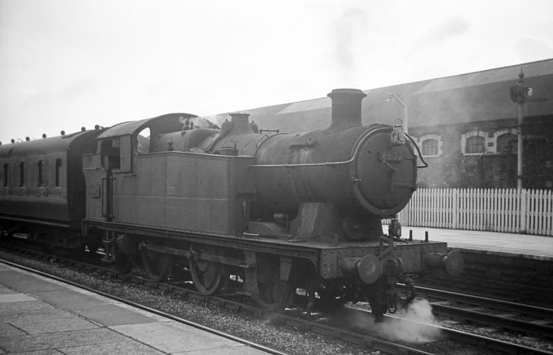 6622, marshalling empty stock, Neath, August 31, 1963.
