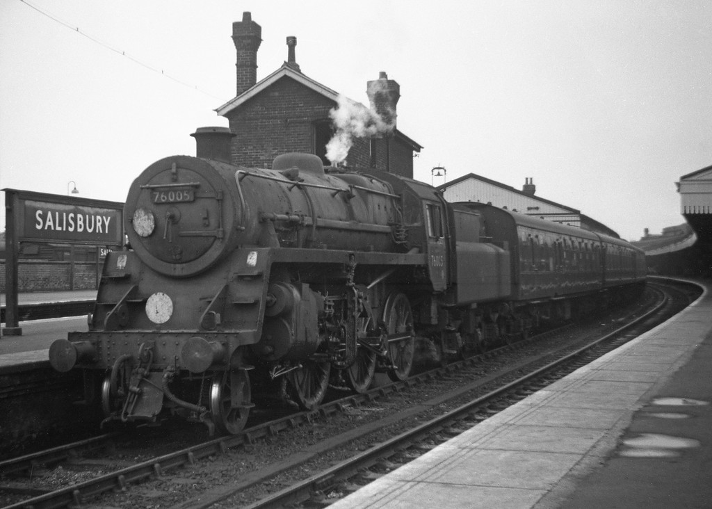 76005, Portsmouth Harbour-Cardiff Central, Salisbury, May 30, 1964.