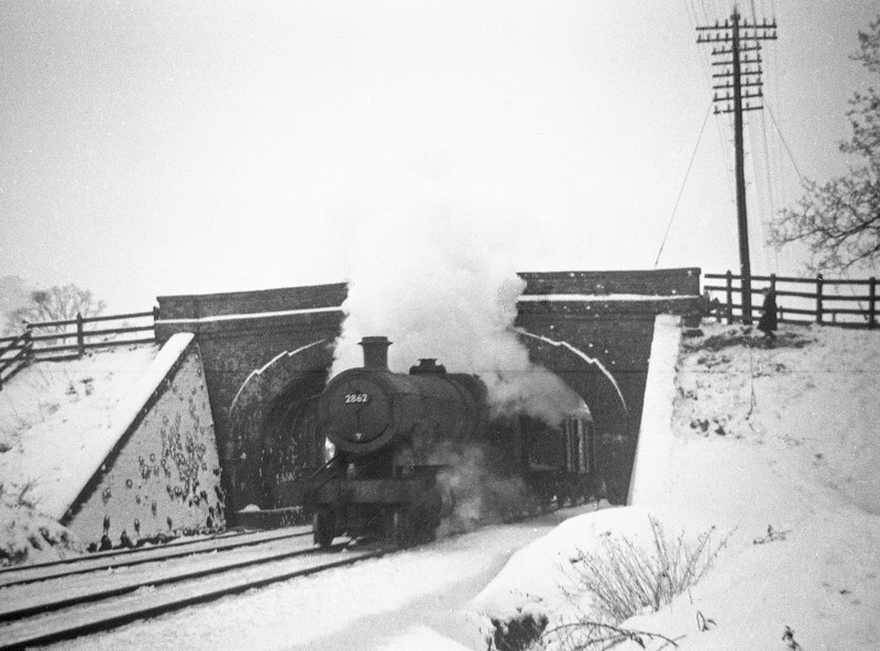 2862, down freight, Willand, near Tiverton, January 5, 1963.