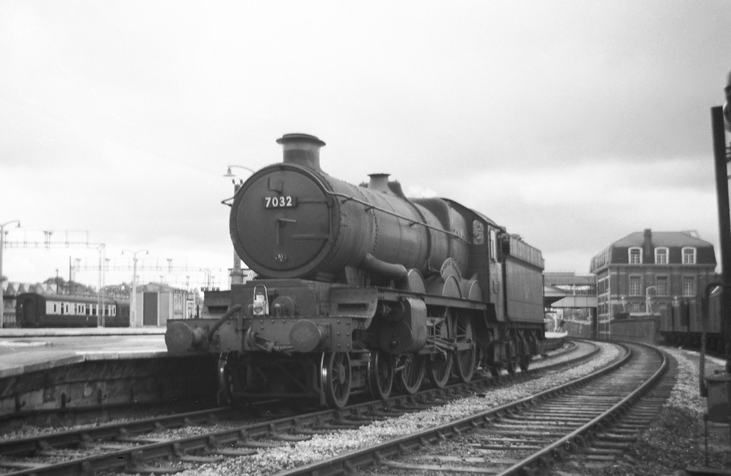 7032 Denbigh Castle, up light, Newton Abbot, August 12, 1963.