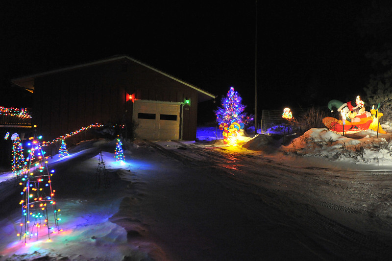 26EPLPht Blinky.jpg Blinking colored lights line a driveway near Fish Creek Road. The yard also has a collection of Disney characters.