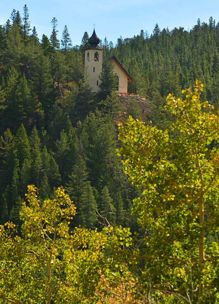 The onion-domed chapel of Peaceful Valley perches high above the highway, hinting at views missed by drivers. About 23 miles from Estes Park, the resort is a short drive and a landmark as drivers approach Colorado Highway 7.