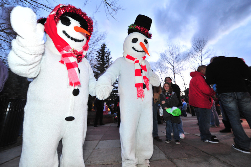 23EPLPht Snow Couple.jpg A famous and easily recognizable couple roam the plaza on Saturday. The snow couple might appear cool, but warm up to visitors quickly.