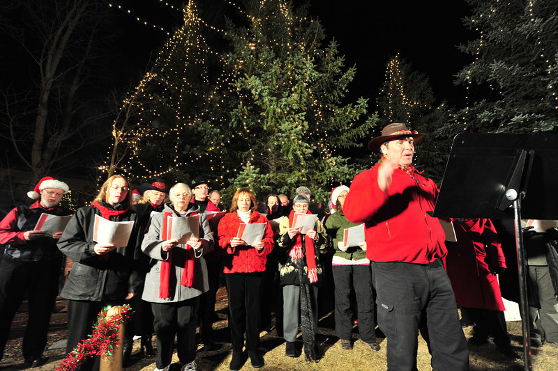 23EPLPht Choir.jpg A choir came in once the trees were alight to bring song to the event.