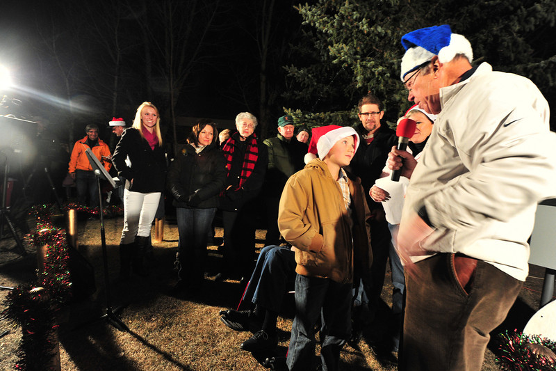 23EPLPht Family of the year.jpg Mayor Bill Pinkham interviews –––––– of the Duell family before the lighting of the community christmas tree on Saturday. The Duells were the family of distinction at the ceremony.