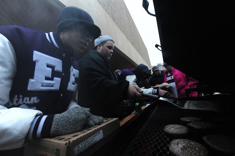 Students cook burgers and warm themselves at the Homecoming tailgate party on Friday afternoon. Chilly temperatures and a thick fog descended on Estes Park on Friday, but the festivities continued.