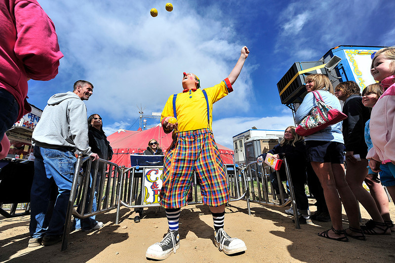 Walt Hester | Trail Gazette<br /> A clown juggles to entertain the croud waiting to enter the big top at the Carson and Barnes Circus at the Stanley Park Fairgrounds on Sunday. The circus entertained circus-goers for three days over the holiday weekend.