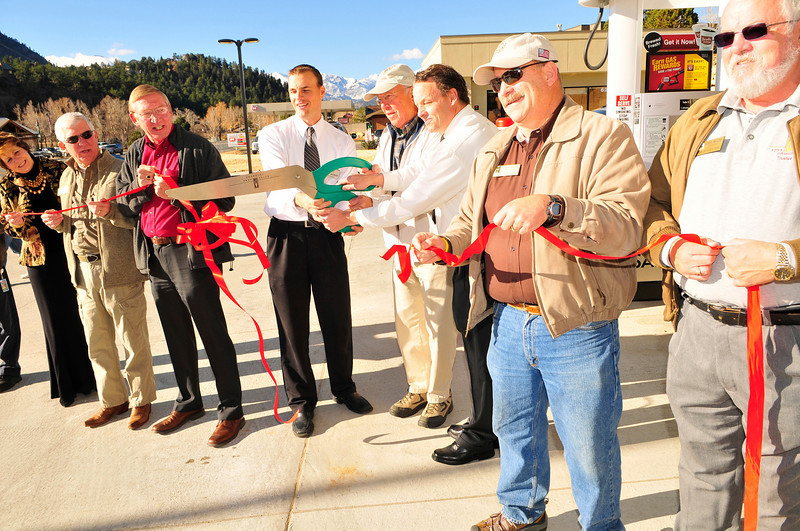 Walt Hester | Trail-Gazette<br /> Safeway store manager Jared Andrew, Estes Park mayor Bill Pinkham and head clerk Ken Collins cut the ribbon to open the new Safeway filling station along Big Thompson Avenue on Wednesday. Town trusties and plenty of customers stopped in to see the new station.