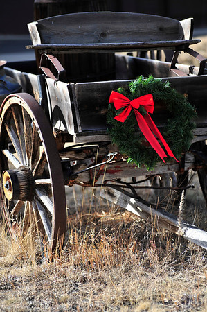 Walt Hester | Trail-Gazette<br /> A Christmas wreath adorns an old wagon along Larkspur Avenue on Sunday.