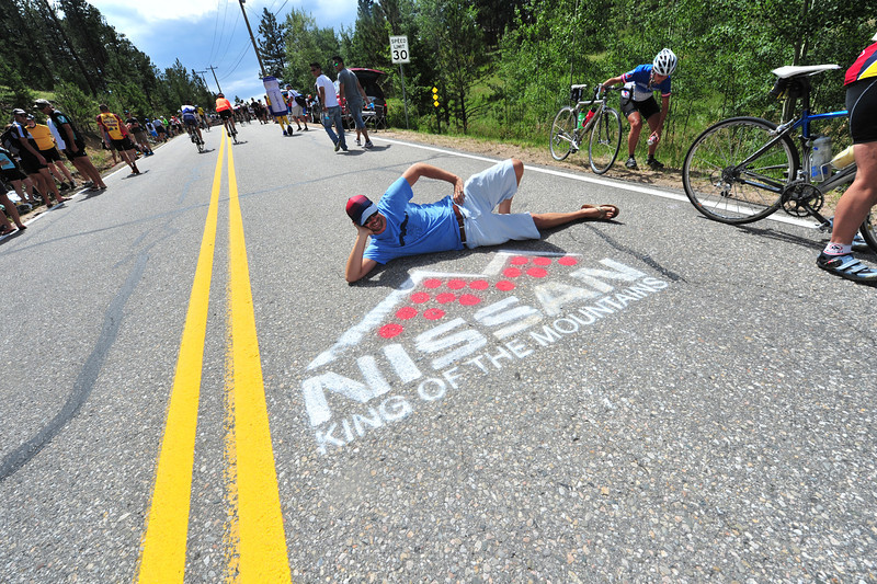 A fan poses with the Nissan KOM chalk drawing on Saturday.