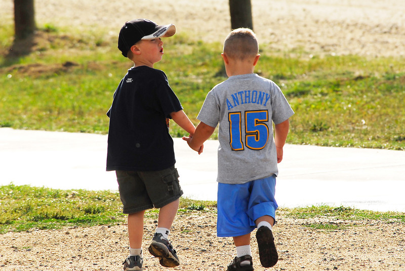 Photo by Walt Hester<br /> A pair of young boys walk hand-in-hand toward the Lake Estes Marina playground on Saturday.